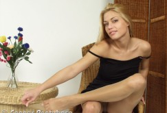 Adriana Malkova in Strumpfhosen