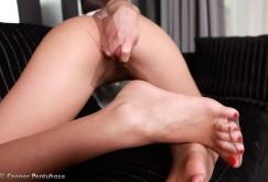 Caprice in Leggings und Strumpfhosen mit Dildo