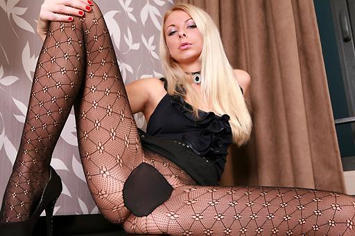 Judita in pattern tights