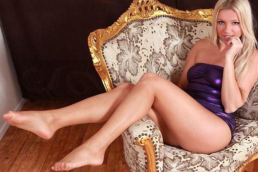 Blanca Brooke in ultratransparent tights