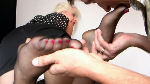 Max licking Alexas hosed feet