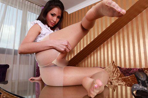 Ruth Medina in Hotpants and Pantyhose