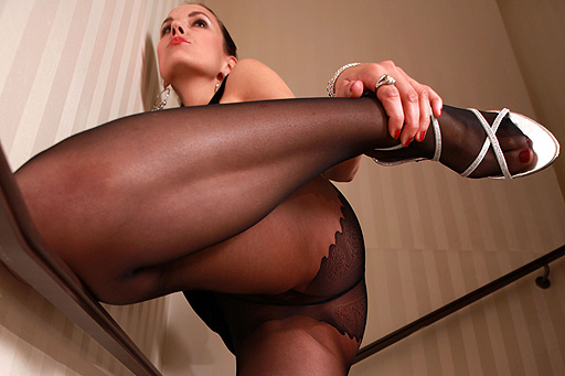 Zuzanas pantyhosed legs on the stairs