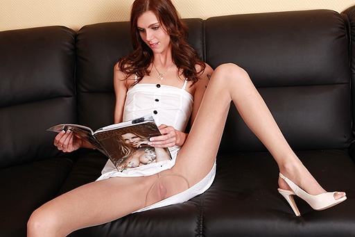 Sindy Vega spreading legs in sheer pantyhose
