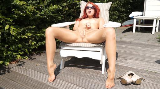 Leila Smith masturbarting in pantyhose